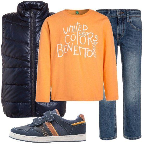 La primavera si avvicina e possiamo iniziare a mettere da parte i cappotti almeno nelle calde ore di sole. Spazio quindi allo smanicato, blu a collo alto, da indossare sopra una felpa di un bell'arancio, caldo come il sole. Per finire, jeans e comode sneakers con chiusura a velcro, blu con inserti arancio.