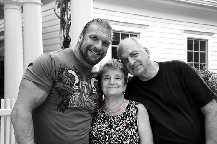Triple H Paul Levesque With His Parents Paul  Patricia -7872