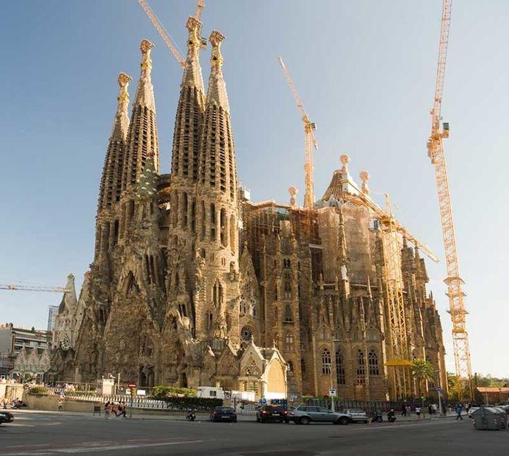 Саграда Фамилия в Барселоне: земное чудо, возвышающееся к облакам