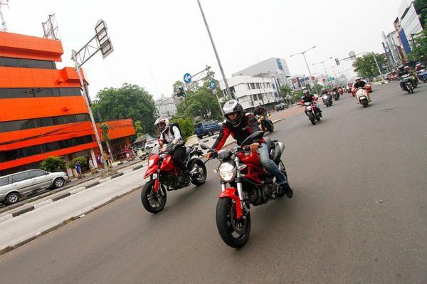 Bikers Ducati Indonesia Keliling Jakarta Peringati Hari Pahlawan - Vivaoto.com - Majalah Otomotif Online