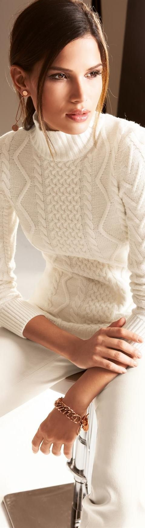 Women's fashion elegance in white. #fahion