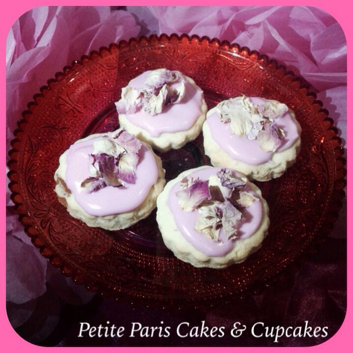 #Rose & #turkishdelight #cookies topped with icing and #rosepetals