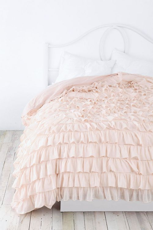 ruffled bed cover in peachy colour: Idea, Urban Outfitters, Sweet, Ruffle Duvet, Dream, Duvet Covers, Bedroom, Ruffles