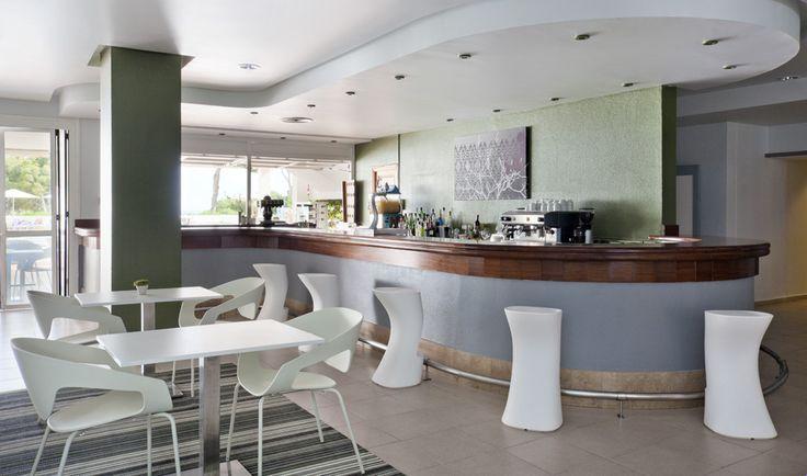 Ven a la #cafetería del apartotel vacacional ILUNION Menorca. http://www.ilunionmenorca.com/