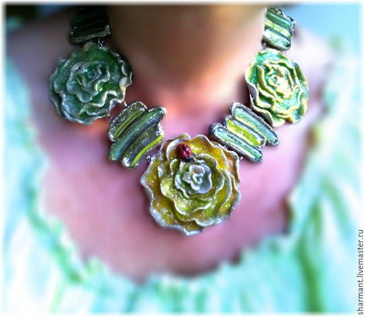 """Купить """"Зеленые цветы"""", колье - зеленый, зеленые цветы, желто-зеленый, жёлто-зелёные цветы"""