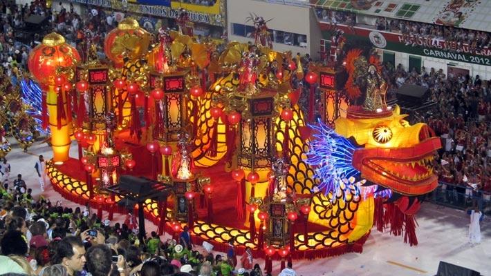 30 de poze pline de culoare de la Carnavalul din Rio 2012.  Vezi mai multe poze pe www.ghiduri-turistice.info  Source : www.flickr.com/photos/jorgebrazil/