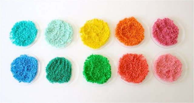 Arroz coloreado para manualidades