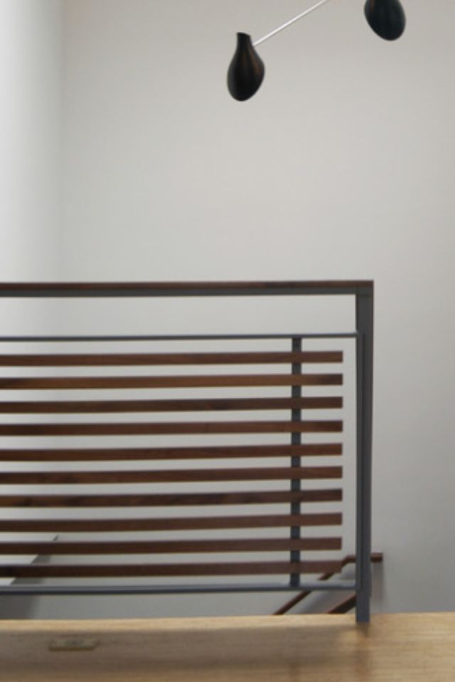 Very modern, but made softer because of te wood slats. Could be made with fewer horizontal staves.