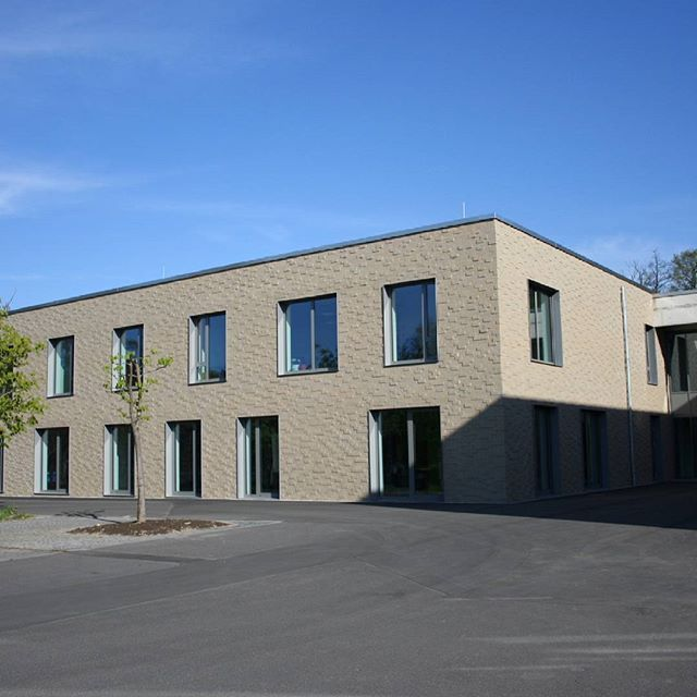 """Sophie-Scholl-Schule, Gießen, DE - Sortierungen """"Esbjerg, Arhues und Visby"""". #brick #clinker #klinker #facade #archilovers #architecture #brickarchitecture #architektur #archilovers #iarchitectures #hagemeister #hagemeisterklinker #architecturephotography #loversofarchitecture #cityphotography #modernarchitecture #instaphoto #lomo #picoftheday #photooftheday #greathitecture #architectureproject #architectureilike #architecturephoto #architecturelovers #brickwork #brickwall…"""