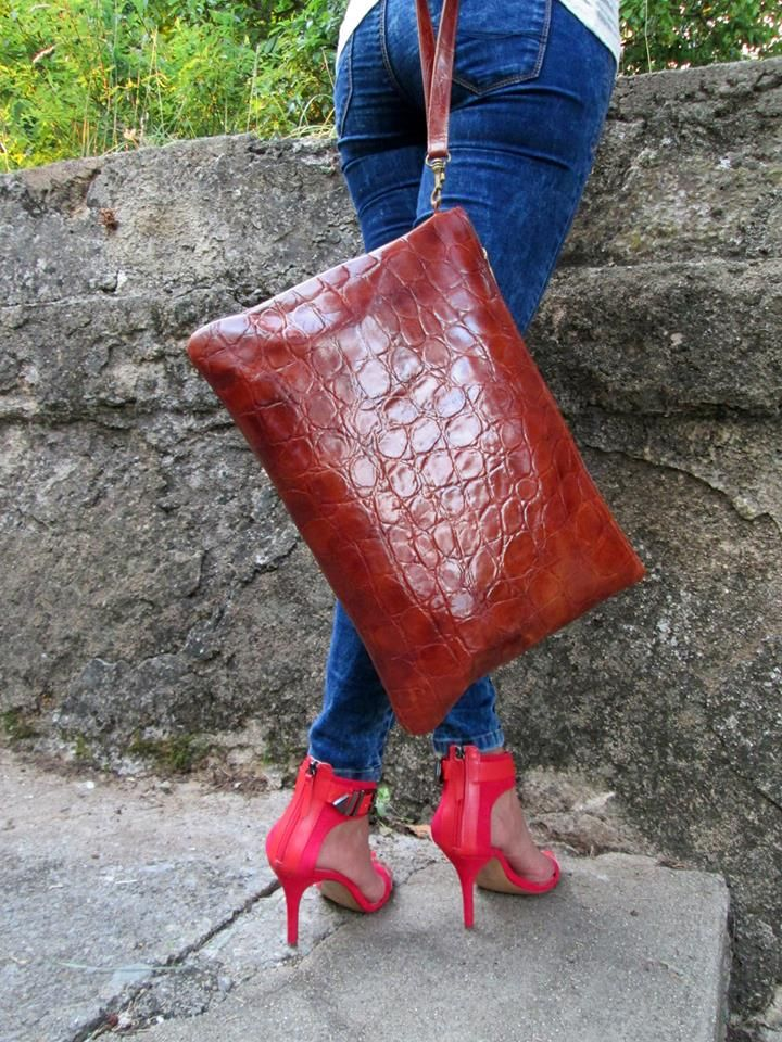 Mucca - Croco Cognac, 100% natural leather bag, beautiful and specially designed pendant. Visit us on our web site: www.muccamucca.com Follow us on: www.twitter.com/... * Delivery worldwide * & countries of the European Union *