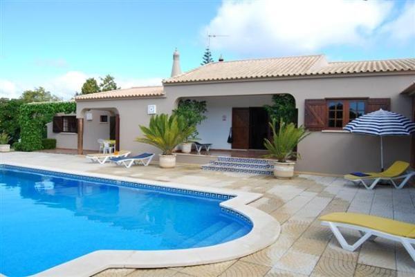 Casa de Campo, Aluguer de Férias em Praia da Luz Reserve e Alugue - 4 Quarto(s), 4.0 Casa(s) de Banho, Para 8 Pessoas - Beautiful 4 Bedroom Villa with Piscina privada
