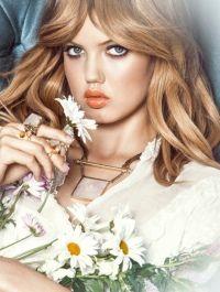 rostro, flores y ropa