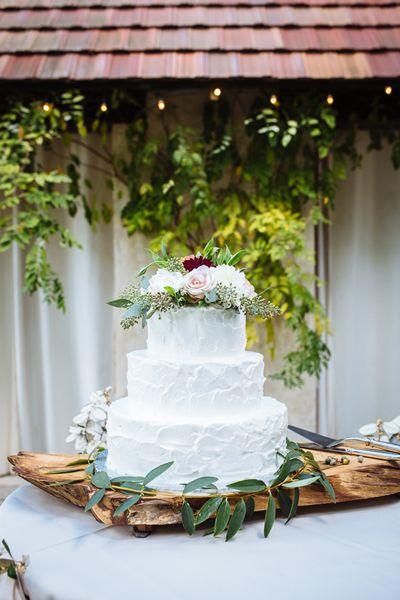 simple white cake | Clay Austin #wedding
