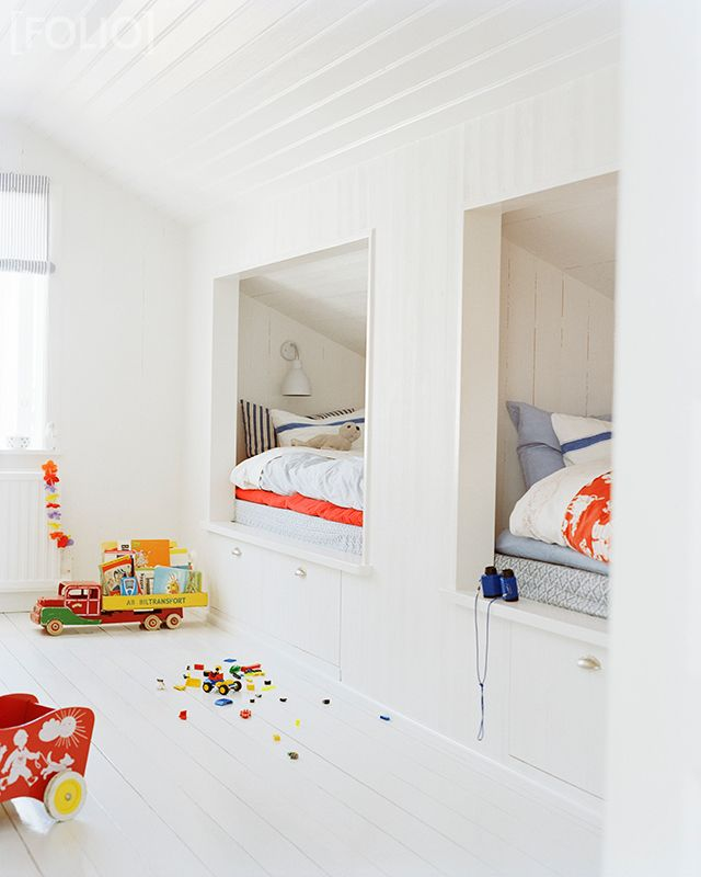 I really want an excuse to do this someday. If not for kids, then at least for an awesome beach house guest room. // built in beds