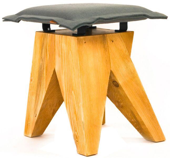 Designerski stołek / hoker wyprodukowany w Polsce z wysokiej jakości materiałów - drewno świerkowe szczotkowane oraz filc. Nowoczesny mebel w zgodzie z naturą.Nowoczesny stołek LOW