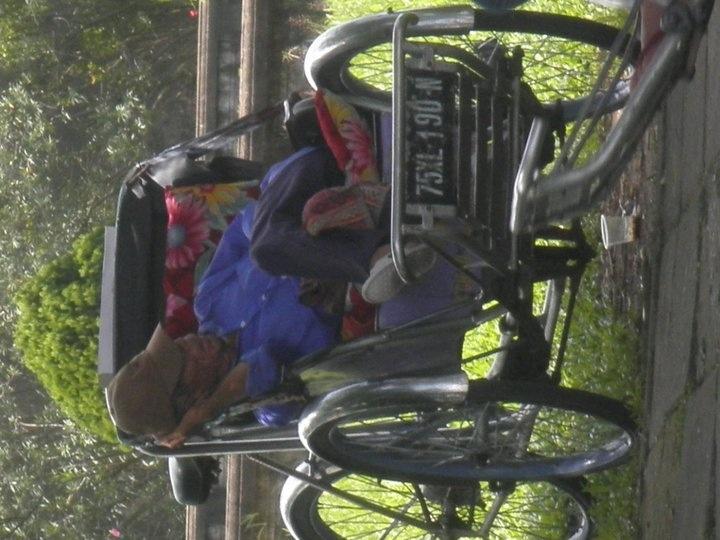Sleeping on the street , Hoi Ann