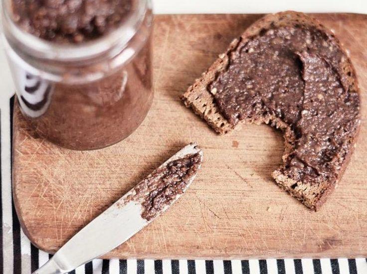 Rezept: Dein Frühstück ist gerettet - Vegane Schokocreme mit Datteln selber machen / recipe: your breakfast has been saved - making vegan chocolate creme with dates via DaWanda.com