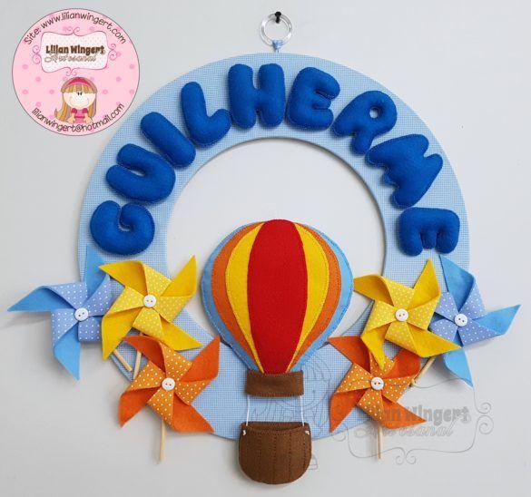 Enfeite guirlanda porta maternidade.  Guirlanda feita em tecido poá e feltro. Tema catavento e tema balão.  Orçamentos: lilianwingert@hotmail.com