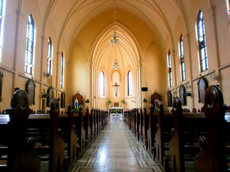 Lantai satu Gereja Katolik Hati Kudus, yang dikenal juga Gereja Kayutangan