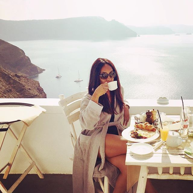 Begin your day with a tasty #breakfast at the most unique place of #Santorini! #AndronisExclusive Photo credits: @krystalogw #AndronisExperience