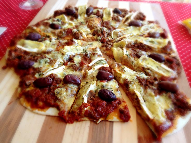 Pizza - Venison bolognaise, brie, olives and thyme