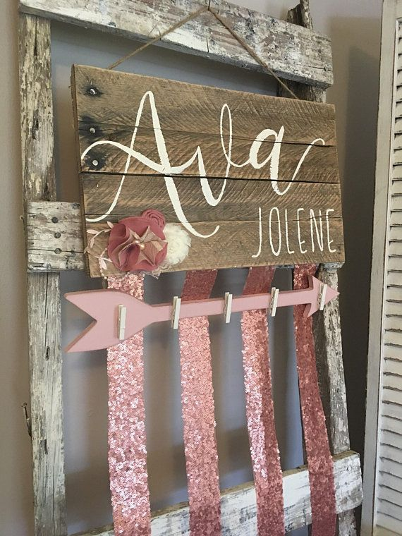 Name Bow holder with hooks