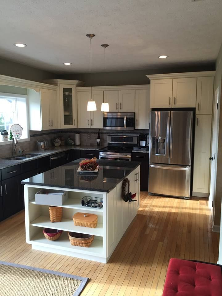 Centered island in a standard 10x10 kitchen. This kitchen is outfitted with Deerfield pre-built Shaker II cabinetry.