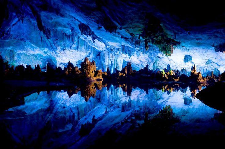 Il Palazzo di cristallo del Reed Flute Cave