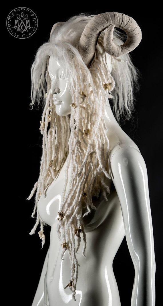 Tocado de cuerno de carnero blanco / peluca de rastas blancas / tocado de Psy / hombre ardiente franja casco /Post apocalíptico arnés para la cabeza
