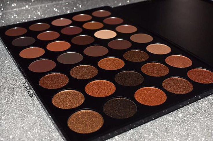 #gold, #shimmers and #matte. ¿Que más puedes pedir? #35R #Eyeshadow #Morphe
