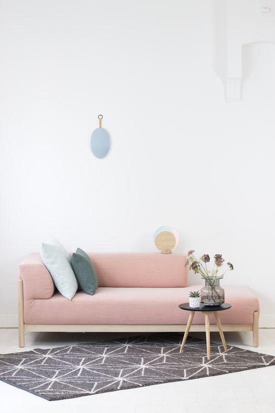 Shop de producten van deze foto op SHOPINSTIJL.nl -Een roze bank... 'de droom van iedere vrouw' of 'je moet ervan houden'? Deze longchair van FEST Amsterdam zou ik dolgraag in mijn woonkamer neerzetten.