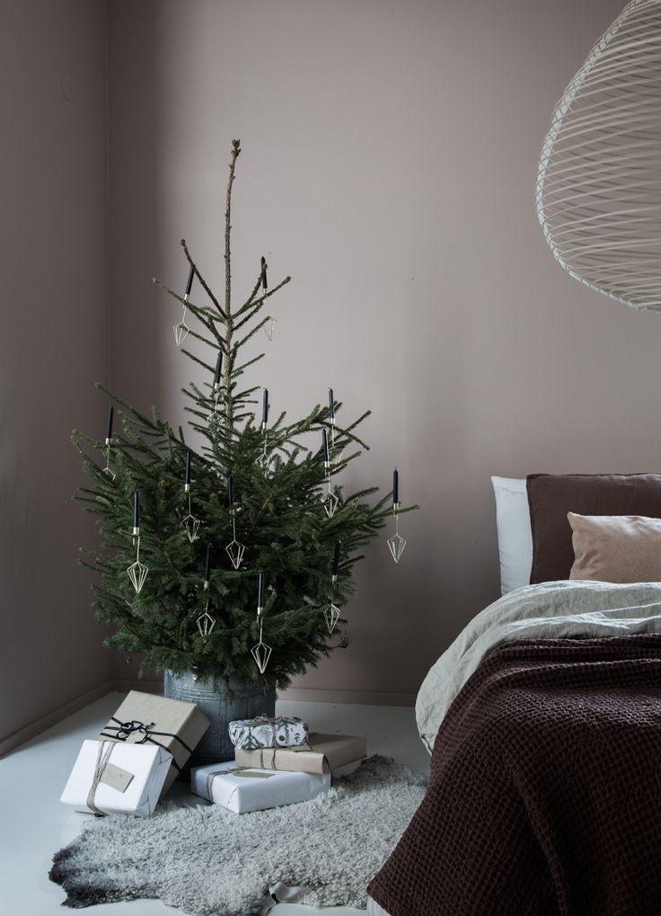 312 best christmas bedrooms images on pinterest bedroom. Black Bedroom Furniture Sets. Home Design Ideas