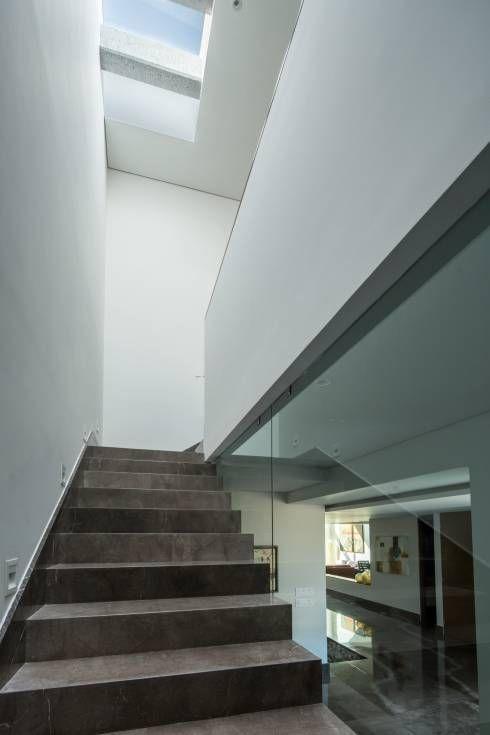 25 best ideas about escaleras minimalistas on pinterest for Escaleras metalicas para interiores casas