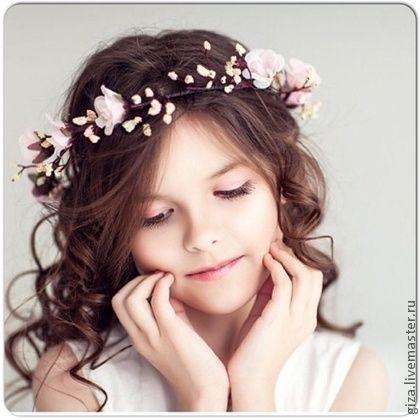 Нежный венок `Розовый бархат`. Нежный и воздушный венок.   Отлично подойдет для фотосессии девочки или девушки. А так же подойдет для романтичной невесты (могу из этих же цветов сделать бутоньерку, браслет на руку, брошь для подружки невесты, либо…