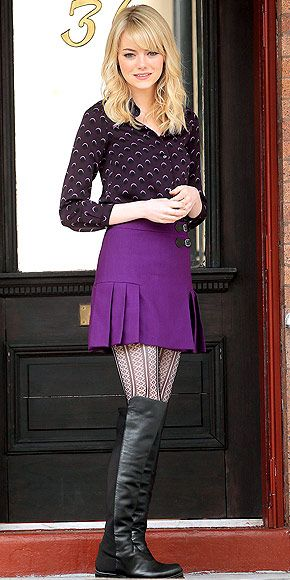 Ahhhh, this outfit. Patterned blouse, colored shirt skirt, boots, textured tights