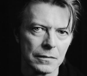 Mi tema favorito ,David Bowie/Pat Metheny - This Is Not America (Promo Clip)