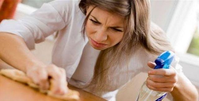 Trápí vás poškrábaný nábytek? Existuje několik snadných tipů, jak s rýhami zatočit!