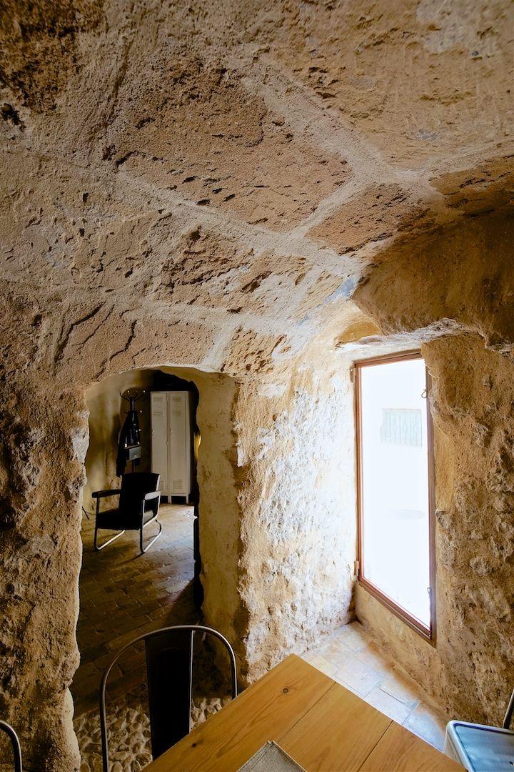 Bóveda de marés en esta pequeña habitación que en su tiempo fue el establo de la mula y más recientemente la cocina. Actualmente es un pequeño comedor para cenas íntimas.