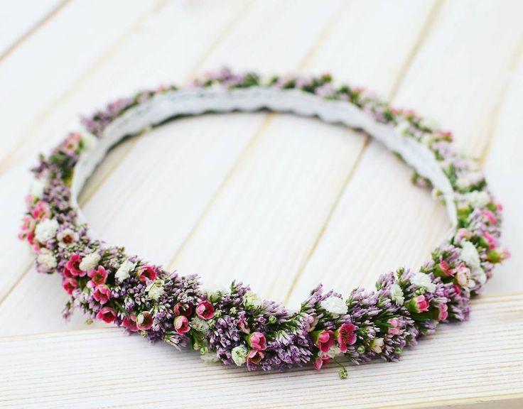 Podczas ostatniego komunijnego weekendu, co wyjątkowe, w wiankach  zdecydowanie królowały fiolety i róże!  fot. @monikabartz_photo    #wianki #wianek  #wianuszek #wianekkomunijny2017 #kwiatywewlosach #kwiatypolne #wreath #wreathlove #floralcrown #flowers #flowerstagram #instaflower #psiepole #wroclove #wroclaw #kwiaciarniafloris