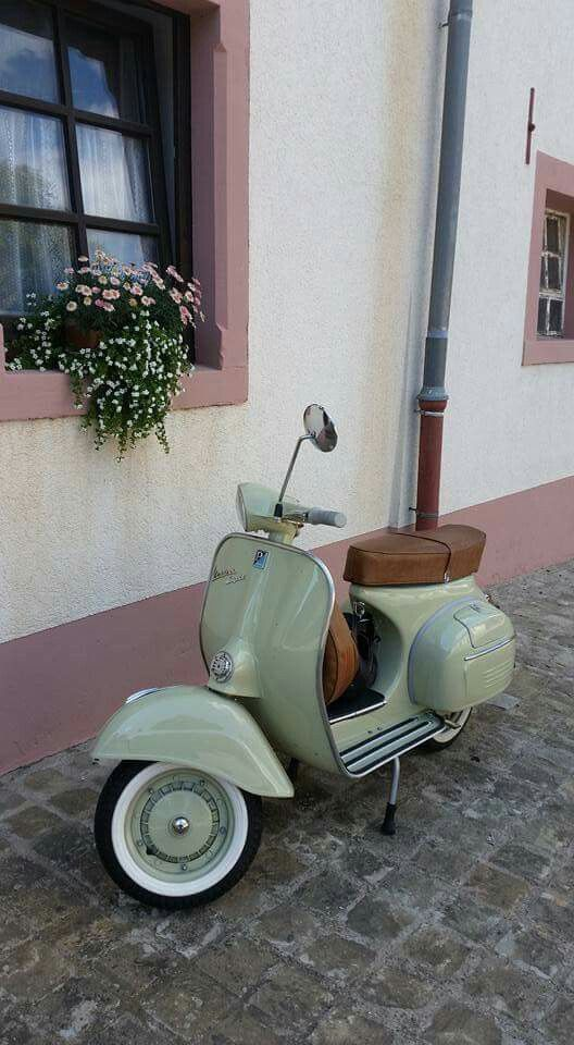 best 25 vespa retro ideas on pinterest. Black Bedroom Furniture Sets. Home Design Ideas
