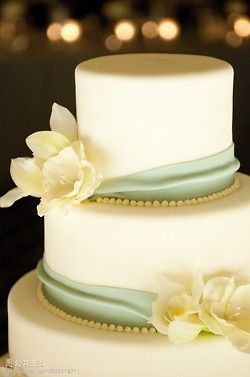 simple, pretty. Pale green wedding cake #Mint / pastel green Wedding Reception ... Wedding ideas for brides, grooms, parents & planners ... https://itunes.apple.com/us/app/the-gold-wedding-planner/id498112599?ls=1=8 … plus how to organise an entire wedding ♥ The Gold Wedding Planner iPhone App ♥