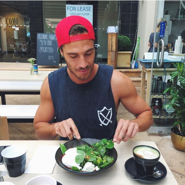 """MATCHA MATE Q & A with Reece Carter ++++++++++++++++++++ 1. Tell us a bit about what it means to be """"Herb Nerd"""" and how you got to this point in your life? 'Herb Nerd' was actually a nickname my mate Lola gave me. As I moved through my naturopathy degree, I became more and more obsessed with growing and blending my own herbal medicine. I feel sorry for my poor housemates over the years. Every time they'd go to the pantry or the fridge, they'd be faced with a mountain of jars filled with ..."""