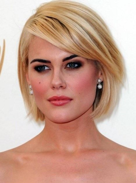 short bob hairstyle with side bangs