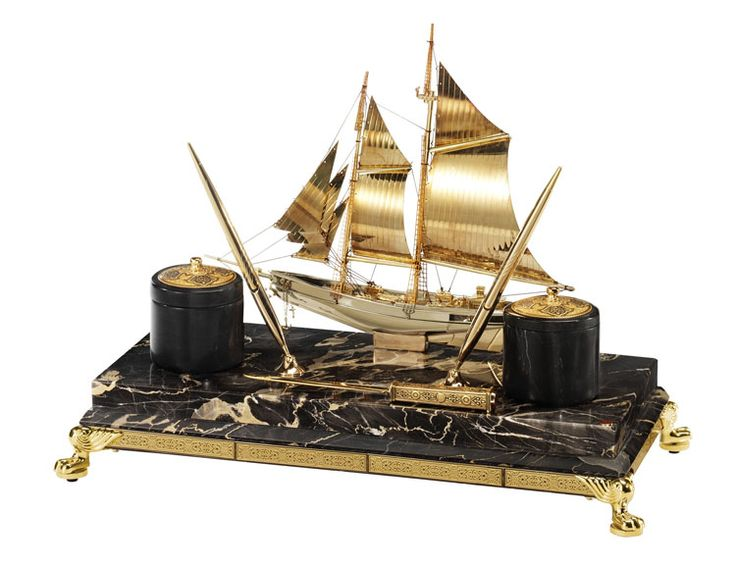 Customize your office space with nautical accents, themed supplies : http://www.luxuryproducts.pl/p,morski_zestaw_na_biurko_carlo_magno,37225,669.html