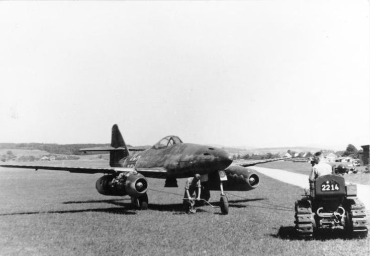 Bundesarchiv Bild 141-2497, Flugzeug Me 262A auf Flugplatz - Messerschmitt Me 262 - Wikipedia, la enciclopedia libre