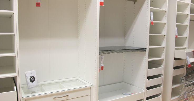 Jos Ikealla on jotain, johon olen rakastunut, niin se on Pax. Entisessä asunnossa muutettiin vaatesäilytys Paxin järjestelmiin, samaa tuo...