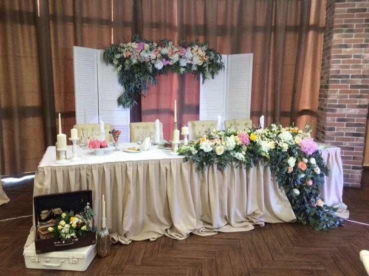 Рустиковый стол жениха и невесты в ресторане Пиросмани. г.Сочи