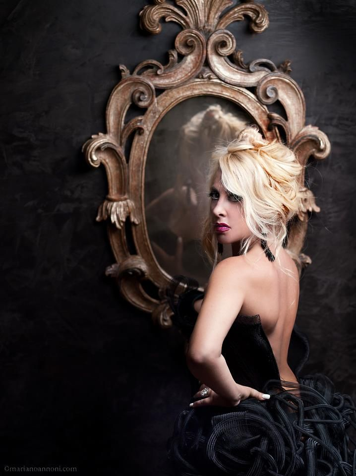 Giancarla Parisi - The screen behind the mirror