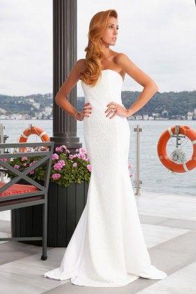 Fidan Şimşek // Gardırop Gurusu Ön Kupu Dantel Detaylı Straplez Beyaz Uzun Elbise: Lidyana.com