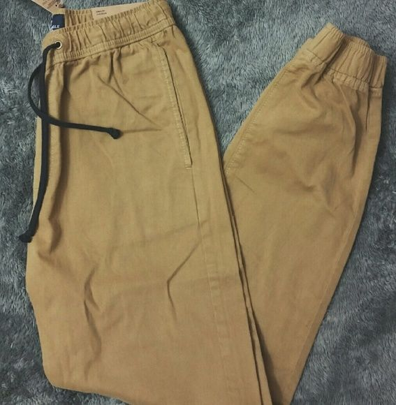 """NWT AEO Khaki Jogger Pant A cool pair of joggers in the color """"Field Khaki"""". It is a Men's XS which fits roughly a 4 or 6 in women. Form fitting. 30 inch inseam. Look great with uggs, nikes, or Converse. Open to offers. ?? American Eagle Outfitters Pants Track Pants & Joggers"""